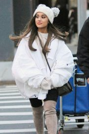 Ariana Grande Out in New York 2018/12/07 5