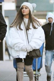 Ariana Grande Out in New York 2018/12/07 7
