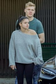 Ariel Winter and Levi Meaden Wait for Their Car in Los Angeles 2018/12/11 1