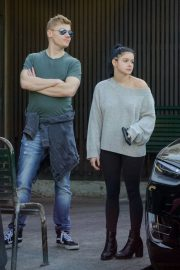Ariel Winter and Levi Meaden Wait for Their Car in Los Angeles 2018/12/11 2