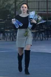 Ariel Winter Out and About in Valley Village 2018/12/01 3