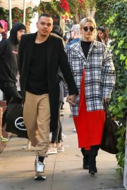 Ashlee Simpson and Evan Ross Out for Lunch in West Hollywood 2018/12/29 3