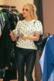 Ashlee Simpson Out Shopping in Beverly Hills 2018/12/11 1
