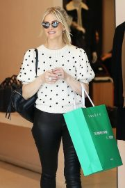 Ashlee Simpson Out Shopping in Beverly Hills 2018/12/11 5