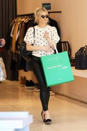 Ashlee Simpson Out Shopping in Beverly Hills 2018/12/11 6
