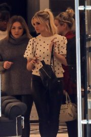 Ashlee Simpson Out Shopping in Beverly Hills 2018/12/11 7