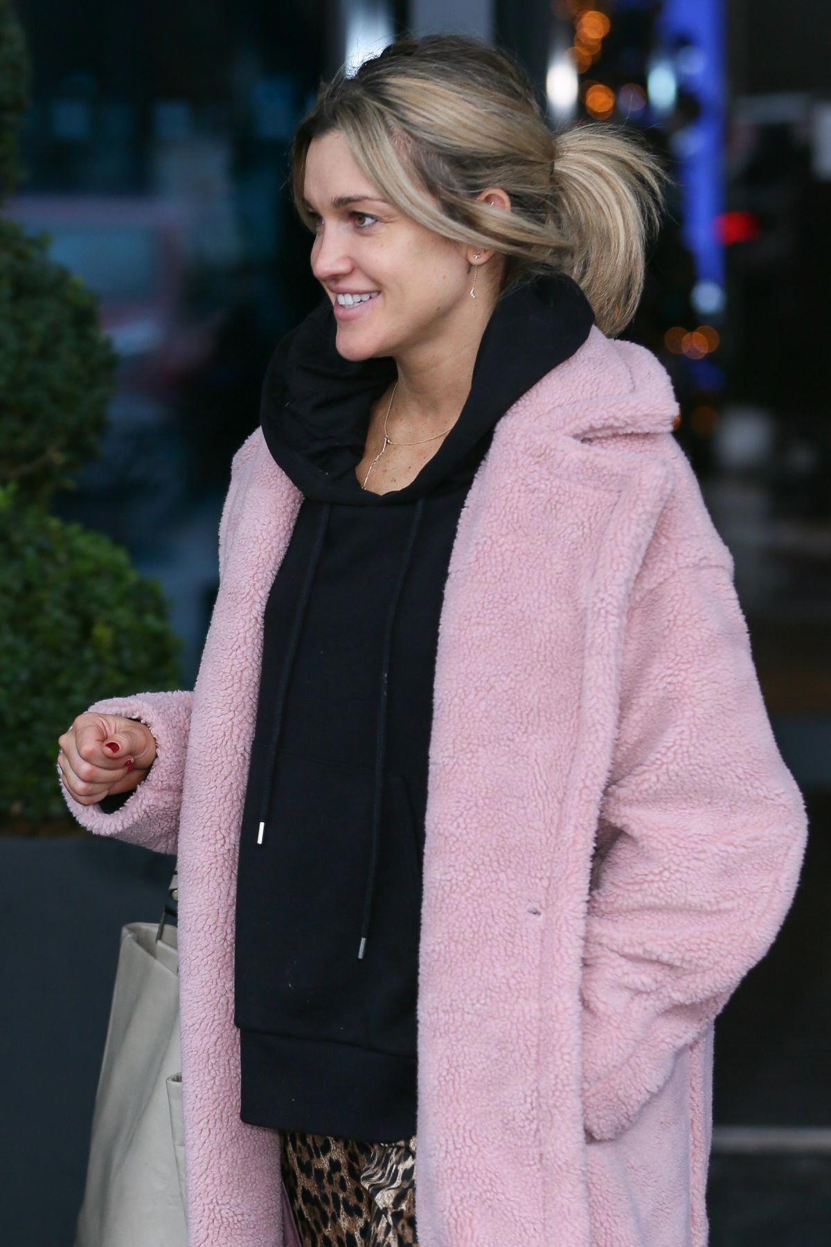 Ashley Roberts Leaves Her Hotel in London 2018/12/01 1