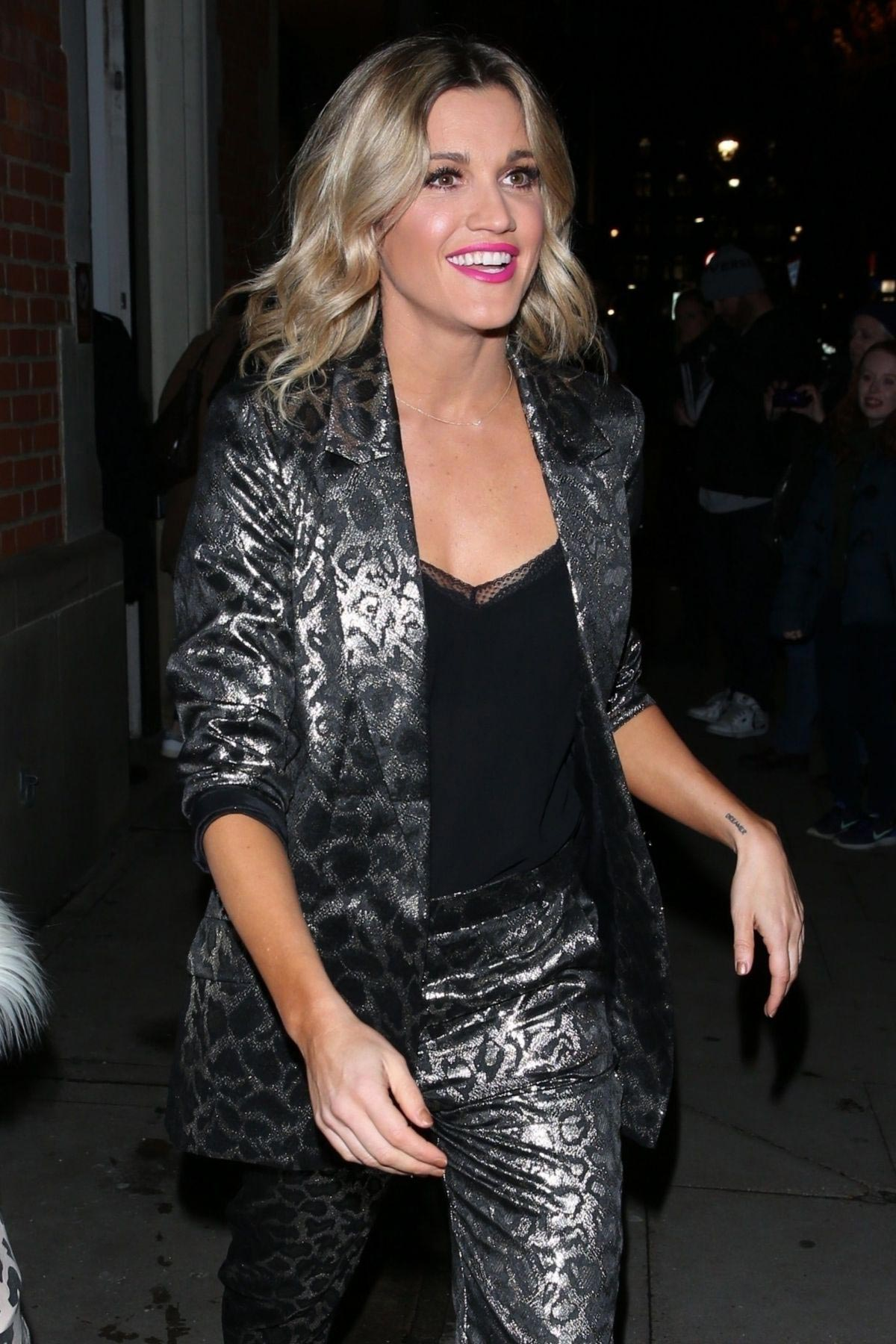Ashley Roberts Night Out in London 2018/12/03 1