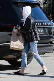 Ashley Tisdale in Ripped Denim Out for Lunch in Los Angeles 2018/11/30 3