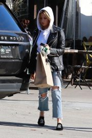 Ashley Tisdale in Ripped Denim Out for Lunch in Los Angeles 2018/11/30 4