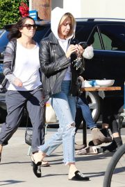 Ashley Tisdale in Ripped Denim Out for Lunch in Los Angeles 2018/11/30 8