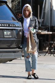 Ashley Tisdale in Ripped Denim Out for Lunch in Los Angeles 2018/11/30 9