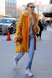 Bella Hadid Out in New York 2018/12/29 5