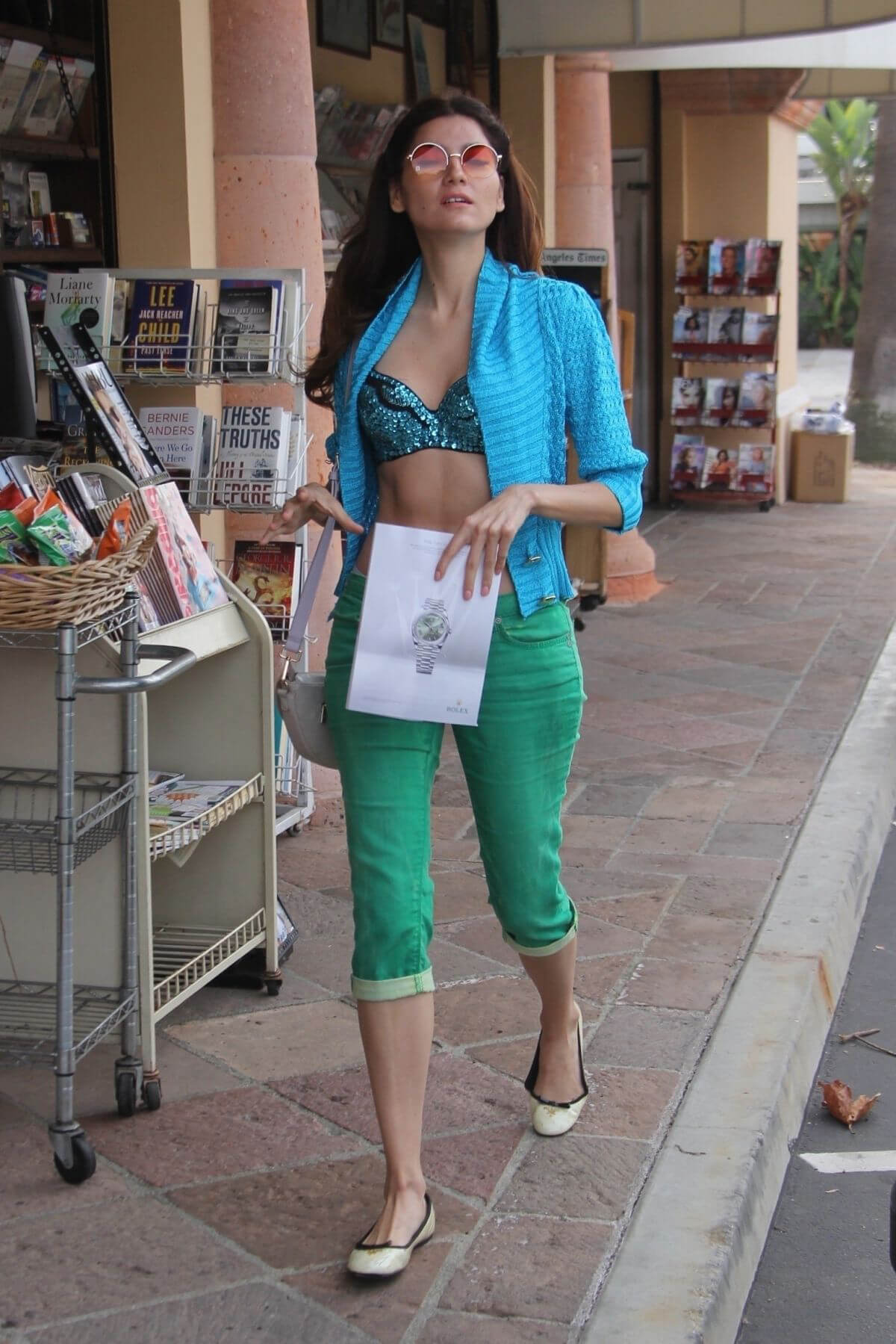 Blanca Blanco at a News Stand in Los Angeles 2018/12/24 1