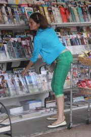 Blanca Blanco at a News Stand in Los Angeles 2018/12/24 5