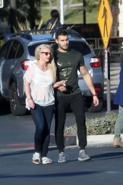 Britney Spears and Sam Asghari Out in Calabasas 2018/12/08 2