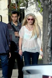 Britney Spears and Sam Asghari Out in Calabasas 2018/12/08 4