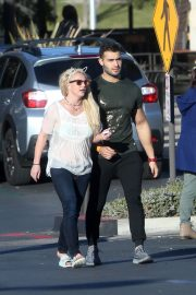 Britney Spears and Sam Asghari Out in Calabasas 2018/12/08 6