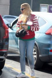Busy Philipps on Christmas Shopping in Los Angeles 2018/12/24 1