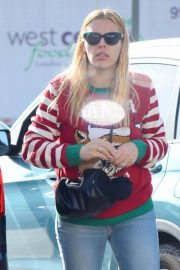 Busy Philipps on Christmas Shopping in Los Angeles 2018/12/24 2