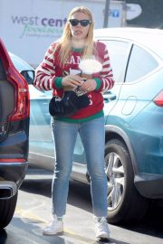 Busy Philipps on Christmas Shopping in Los Angeles 2018/12/24 6