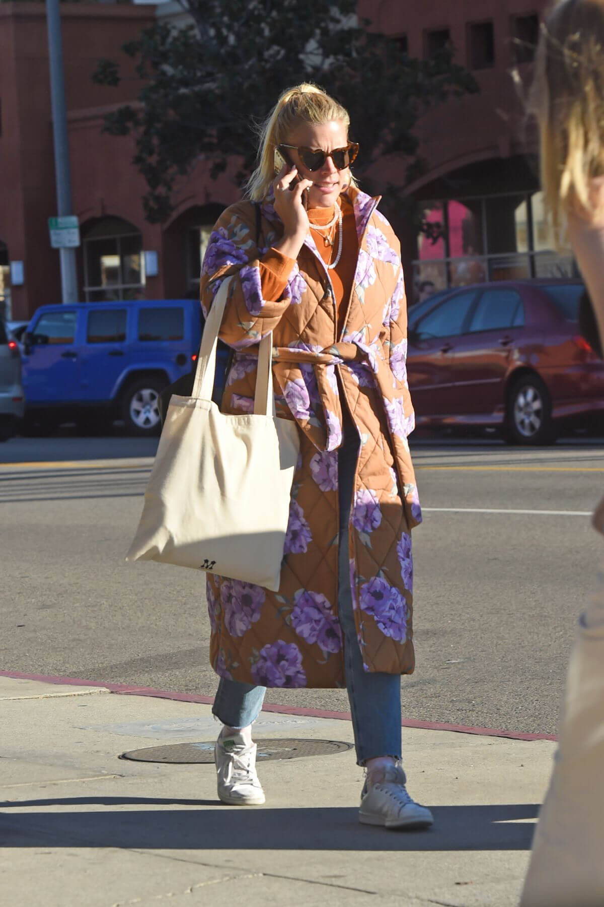 Busy Philipps Out in Los Angeles 2018/12/27 1