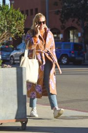 Busy Philipps Out in Los Angeles 2018/12/27 6