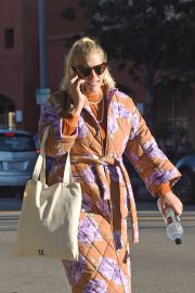 Busy Philipps Out in Los Angeles 2018/12/27 7