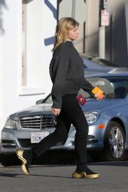 Chloe Moretz Out and About in Los Angeles 2018/12/15 3
