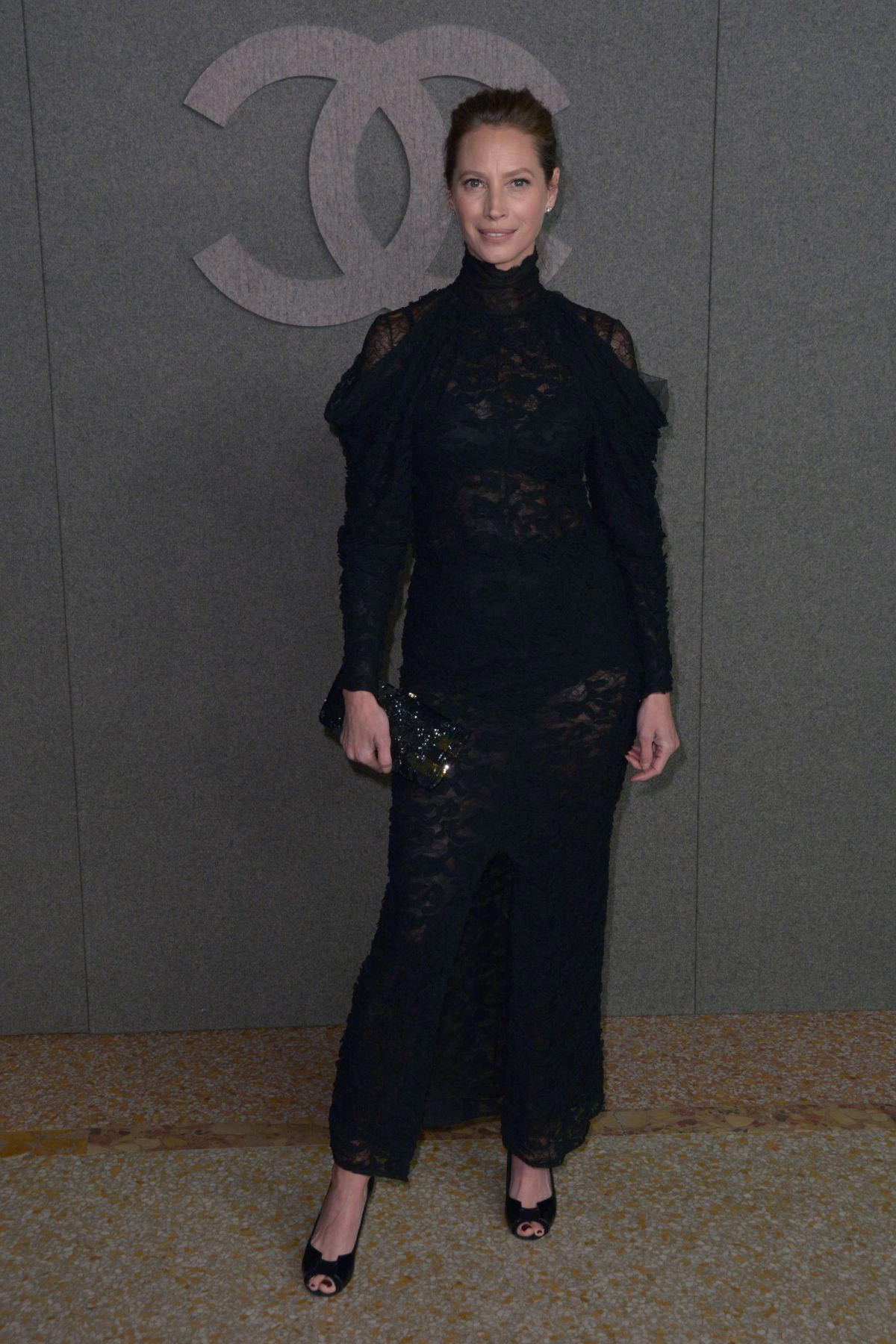 Christy Turlington at Chanel Metiers D'Art Show Pre-fall 2019 in New York 2018/12/04 1