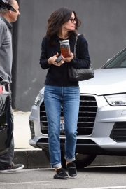 Courteney Cox in Denim Out Shopping in West Hollywood 2018/12/05 4