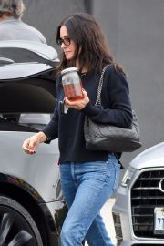 Courteney Cox in Denim Out Shopping in West Hollywood 2018/12/05 6