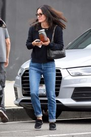 Courteney Cox in Denim Out Shopping in West Hollywood 2018/12/05 7