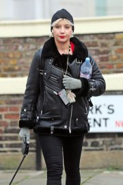 Daisy Lowe Out with Her Dog in London 2018/12/11 8