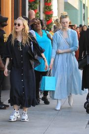 Dakota and Elle Fanning Shopping on Rodeo Drive in Beverly Hills 2018/12/26 1