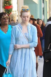 Dakota and Elle Fanning Shopping on Rodeo Drive in Beverly Hills 2018/12/26 3
