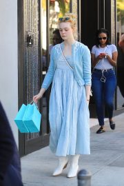 Dakota and Elle Fanning Shopping on Rodeo Drive in Beverly Hills 2018/12/26 4
