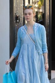 Dakota and Elle Fanning Shopping on Rodeo Drive in Beverly Hills 2018/12/26 5