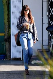 Dakota Johnson Out in West Hollywood 2018/12/20 3