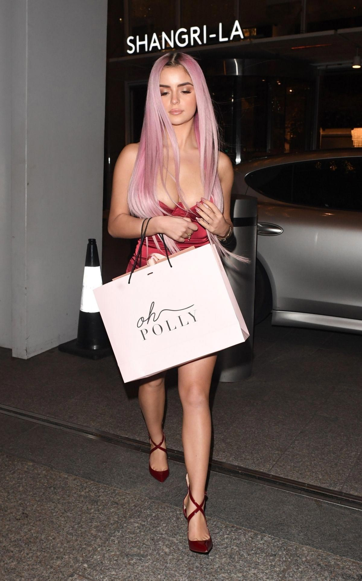 Demi Rose Out Shopping in London 2018/12/03 1