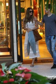Elle Macpherson Out Shopping in Bal Harbour 2018/12/24 3