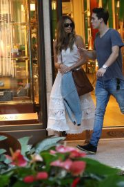 Elle Macpherson Out Shopping in Bal Harbour 2018/12/24 4
