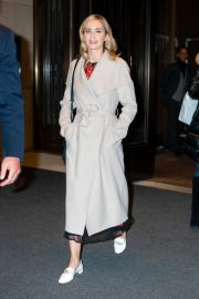 Emily Blunt Leaves Her Hotel in New York 2018/12/01 3