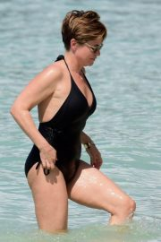 Emma Forbes in Swimsuit on the Beach in Barbados 2018/12/27 1