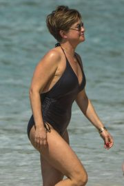 Emma Forbes in Swimsuit on the Beach in Barbados 2018/12/27 6