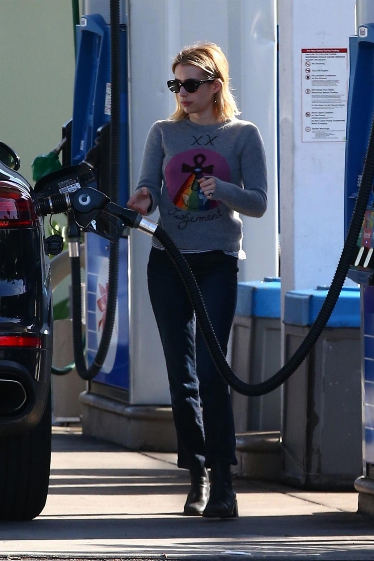 Emma Roberts at a Gas Station in Hollywood 2018/11/30 1