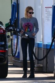 Emma Roberts at a Gas Station in Hollywood 2018/11/30 4