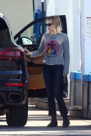 Emma Roberts at a Gas Station in Hollywood 2018/11/30 7