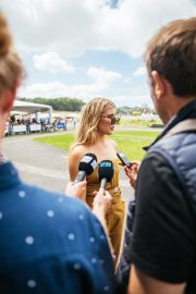Eugenie Bouchard at Boxing Day Races in Auckland 2018/12/26 1
