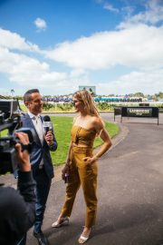 Eugenie Bouchard at Boxing Day Races in Auckland 2018/12/26 5